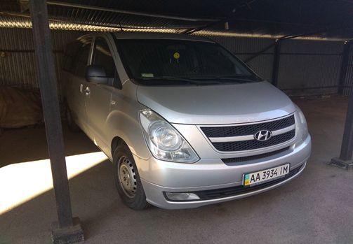 Легковий пасажирський  - В автомобіль HYUNDAI H1, державний номер АА3934ІМ, 2008 року випуску, об'єм двигуна 2497 см. куб.